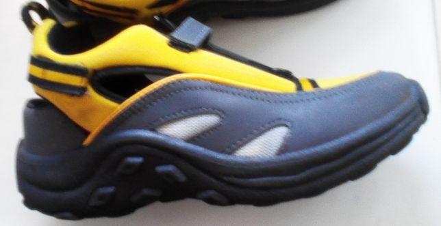 Легкие кроссовки, стелька 21,5 см
