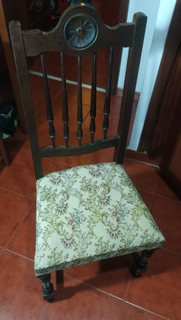 Cadeira Antiga em excelente estado e muito confortável