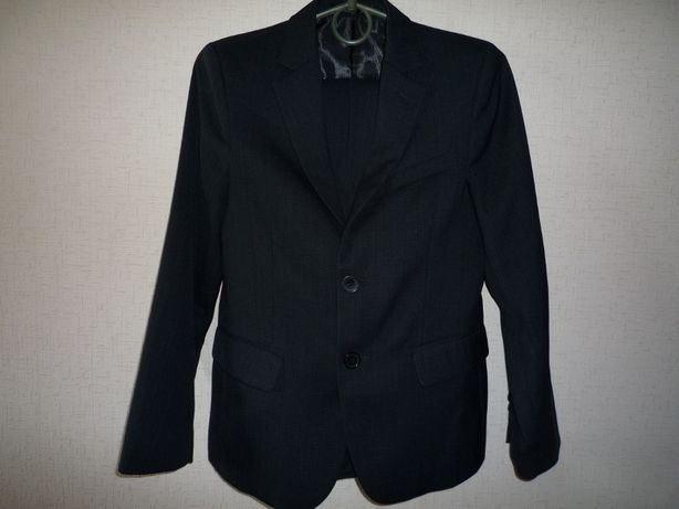 Продам школьный пиджак (костюм)