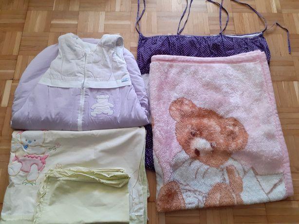 Kocyk,niezbędnik na łóżeczko, śpiworek,poszewka na kołdrę i podusie.