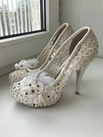 Туфлі весільні , святкові, свадебные туфли 35 р.