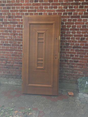 Drzwi zewnetrze drewniane