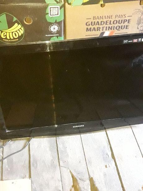 sprzedam telewizor samsung LE37B650T2WXXH