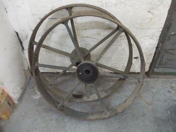 Zabytkowa koła żeliwne - napędowe średnicy 80 cm.