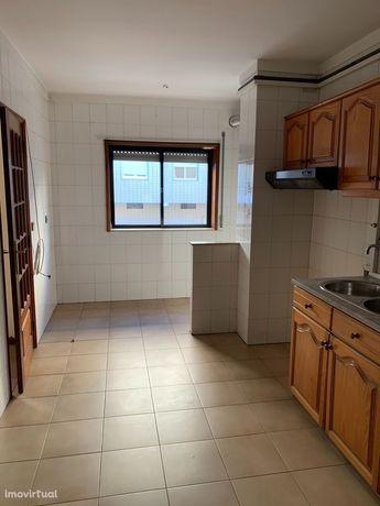 Apartamento T3+1 com garagem box em Lomar, Braga