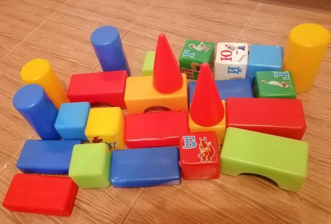 кубики пластмасові іграшкові