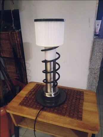 Lampa biurkowa z czesci samochodowych vintage