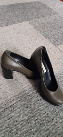 Туфли женские оливкового цвета