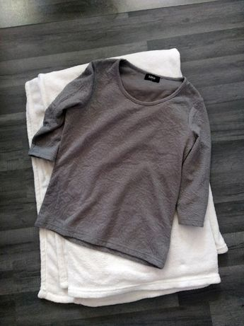 Szara bluzka elegancka rękaw 3/4 wytłaczany wzór 36 S minimalistyczna