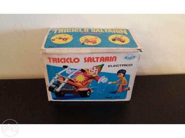 Triciclo saltitão dos anos 60 em caixa original