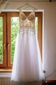 Sukienka ślubna.