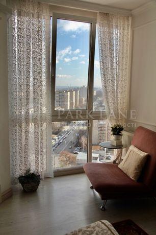 пр-т. Лобановского 6а, 3-кімнатна квартира.