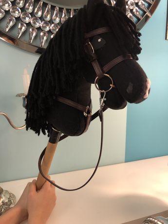 Hobby horse z oglowiem i napierśnikiem