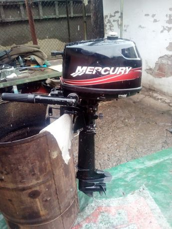 Лодочный мотор Mercury F4 2005 года.