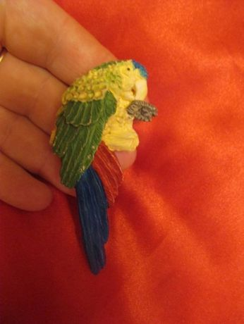 В КОЛЛЕКЦИЮ магнит на холодильник сувенир попугай ара цветной птица