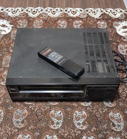 Продам видеомагнитофон Funay 90-х годов . Кабель .