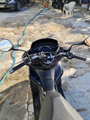 Honda PCX 2020 preta