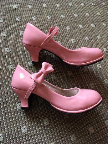 Туфли на каблуке для девочки 32