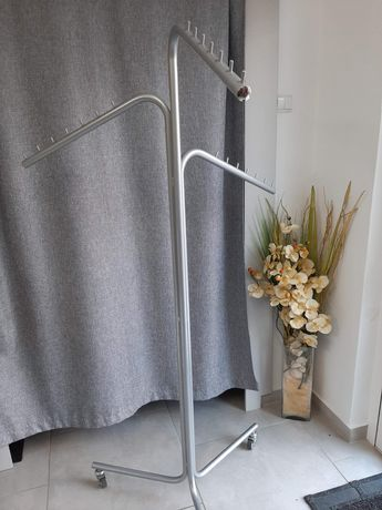 Stojak sklepowy na ubrania
