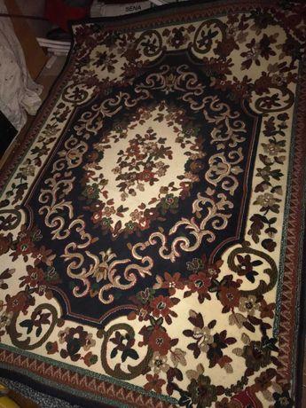 carpete em tons de azul escuro