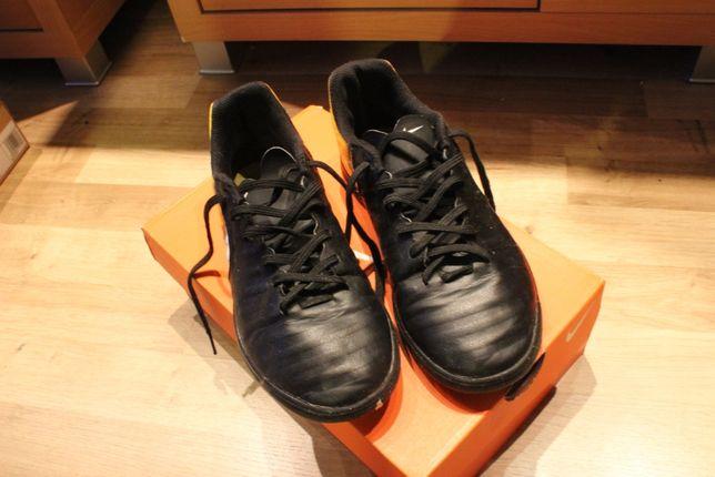 Buty halowe piłkarskie Nike rozmiar 38