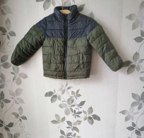 Продам демисезонную курточку на мальчика