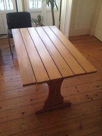 Mesa de madeira para sala