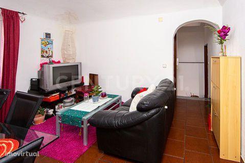 Moradia 1º andar com dois quartos. Centro Histórico de Évora