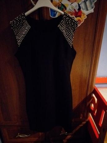 Czarna śliczna sukienka