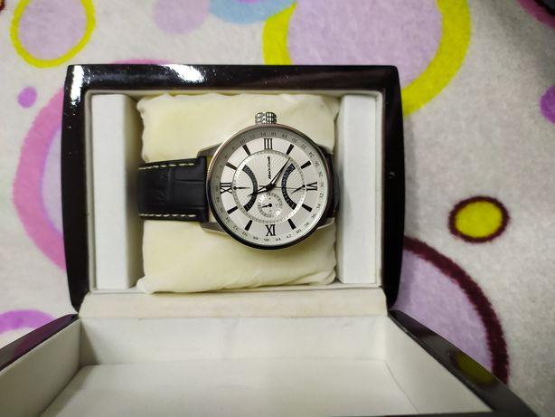 Новий годинник Alberto Kavalli