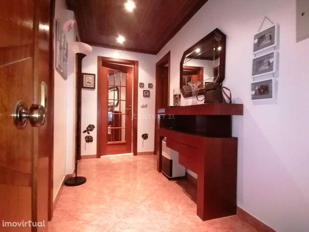 Quinta do Conde- Apartamento de 2 Assoalhadas com logradouro e churras