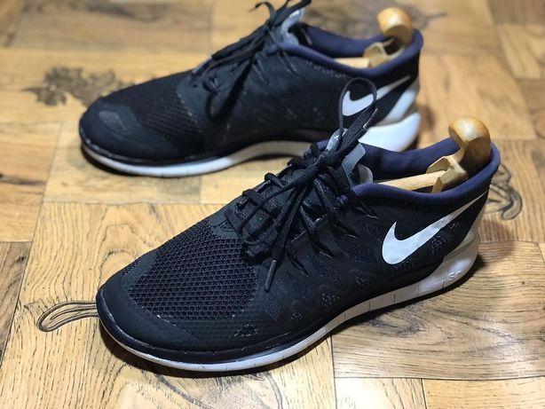 4. Беговые кроссовки Nike Free Run 5.0. Размер 44,5(28,5 см)