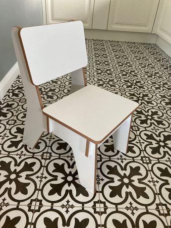 Krzesełko dziecięce białe