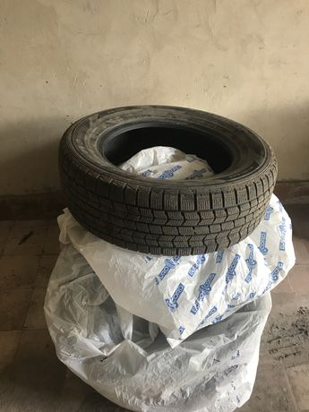 Продам зимнюю резину 216/65R16 Dunlop