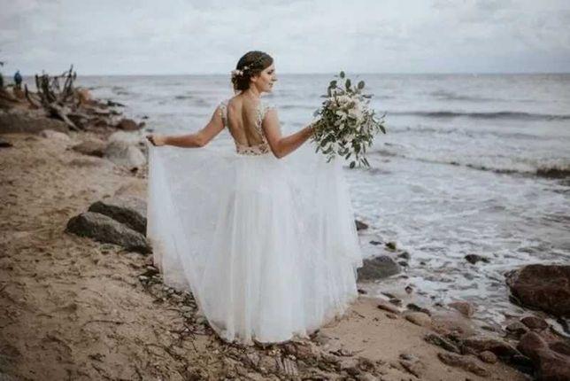 Nowoczesna suknia ślubna zwiewna suknia boho z odkrytymi plecami