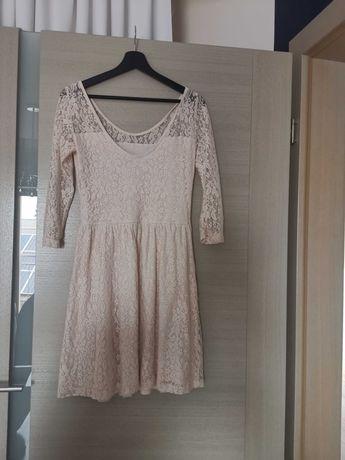 Koronkowa sukienka w kolorze łosowiowym