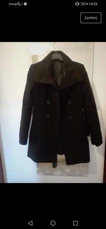 Czarny cieplutki płaszcz