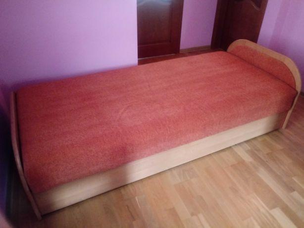 tapczan jednoosobowy, łóżko
