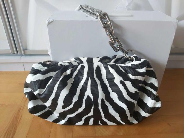 Bottega Veneta BV zebra czarna biała łańcuch srebrny