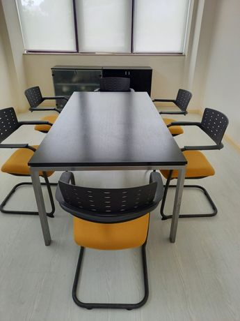 Mesa e cadeiras reunião