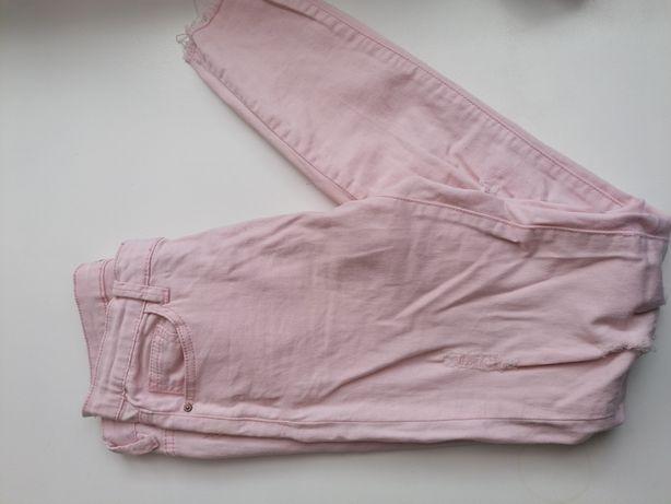 Różowe spodnie z dziurami