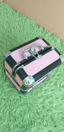 Kuferek kosmetyczny czarno-różowy