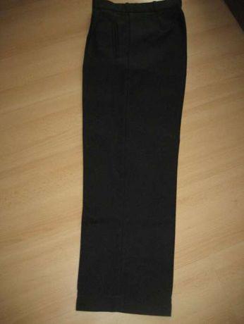 czarne spodnie materiałowe w kant pas 74 cm