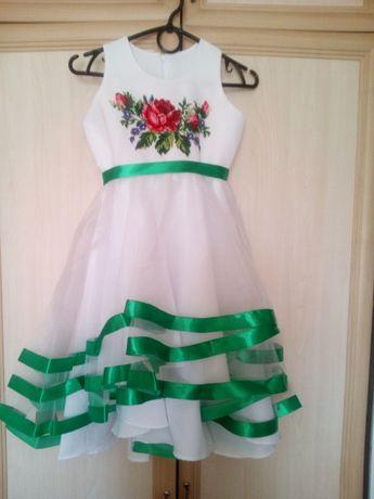 Продается детское платье вышитое бисером новое!