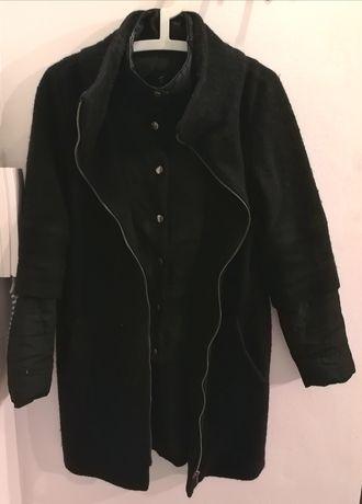 Czarny ciepły płaszcz z kurtką-imitacja 2w1 S
