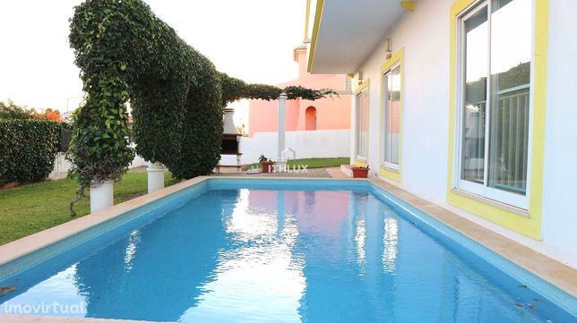 Moradia com 6 quartos, terraço no último piso, piscina aquecida e jard