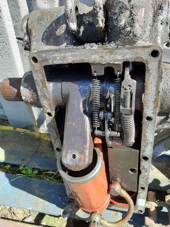 Ursus C-360,C-355,C-330 Rozdzielacz hydrauliczny podnośnika