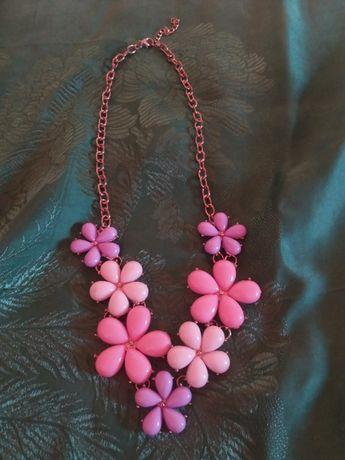Колье из цветов ожерелье