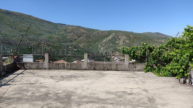 Casa mais terrenos 13-15 hectares no Sabugueiro