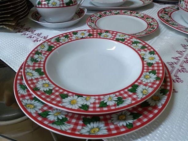 Serviço de jantar em porcelana, marca Costa Nova, modelo Galesia